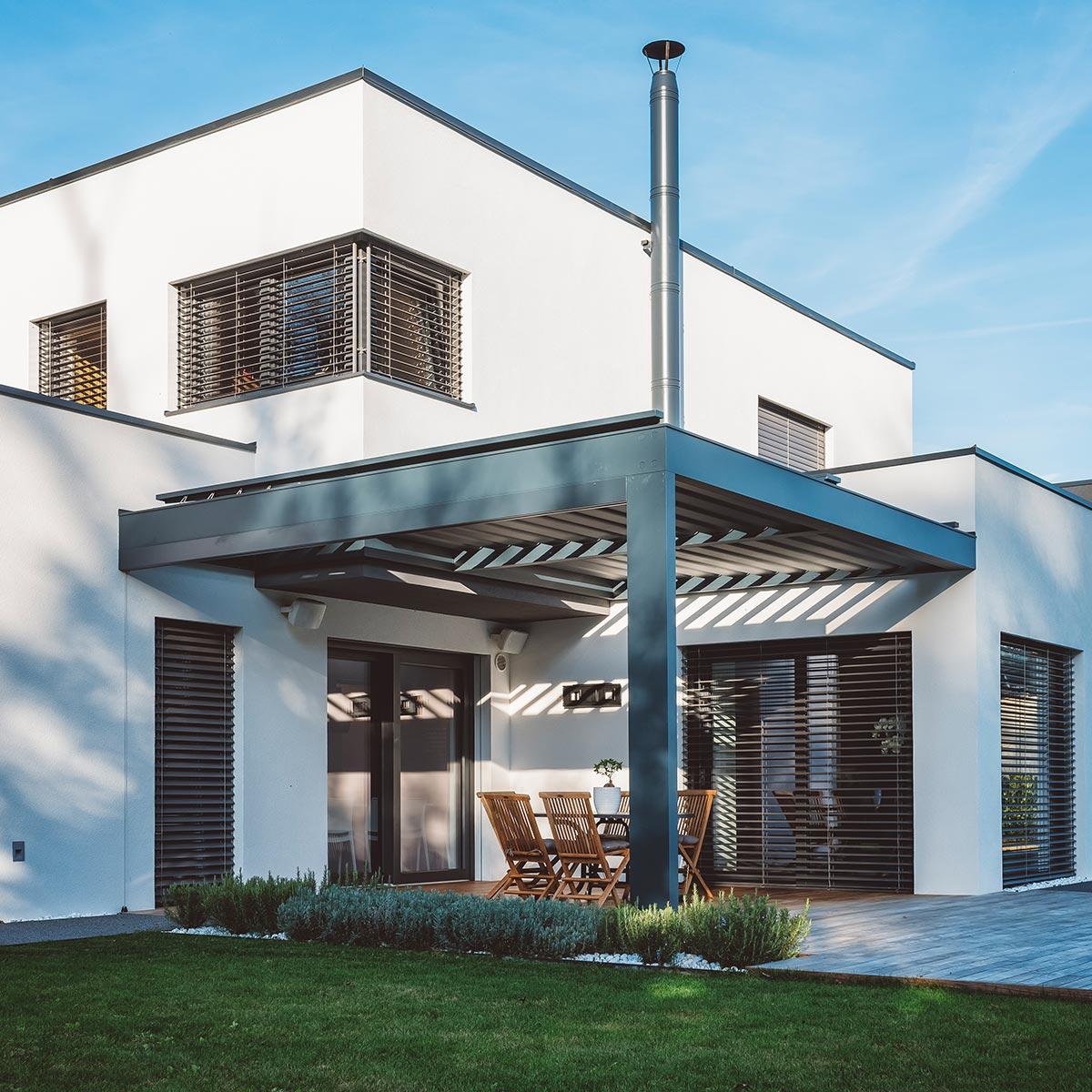Fensterputzer für private Haushalte reinigt auch Raffstores.